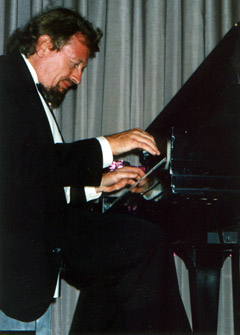 World-renowned jazz pianist Adam Makowicz.